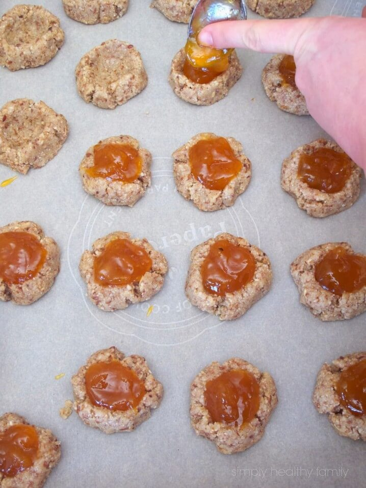 Healthy Almond Oat Apricot Thumbprint Cookies from Simply Healthy Family - Part of a healthy almond recipe collection on ItsYummi.com