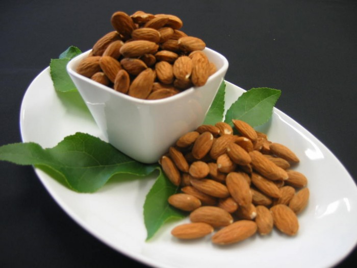 Healthy Almond Recipes and Almond Facts - on ItsYummi.com