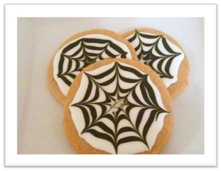 Spider Web Sugar Cookies, decorated with royal icing. Get the tips to make them and read our review of Ultimate Cookies cookbook on itsyummi.com