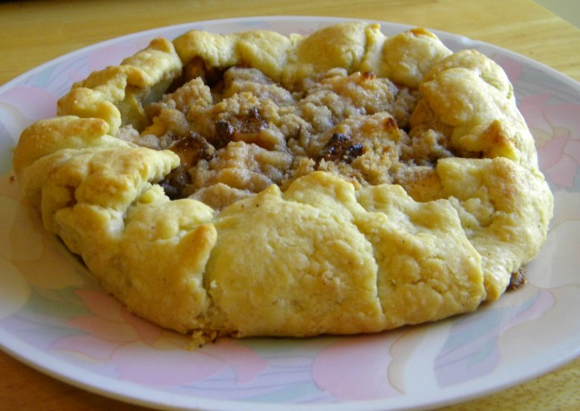 Caramel Apple Galette is definitely one of Fall's best apple recipes! Get it from itsyummi.com