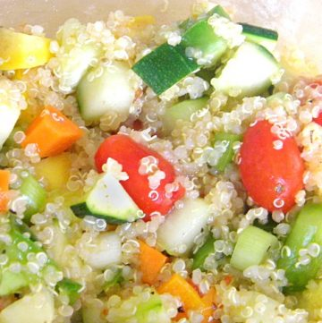 Vegetable Quinoa Salad Recipe - A healthy side dish, light lunch, or meatless meal! Get the recipe from @itsyummi at itsyummi.com