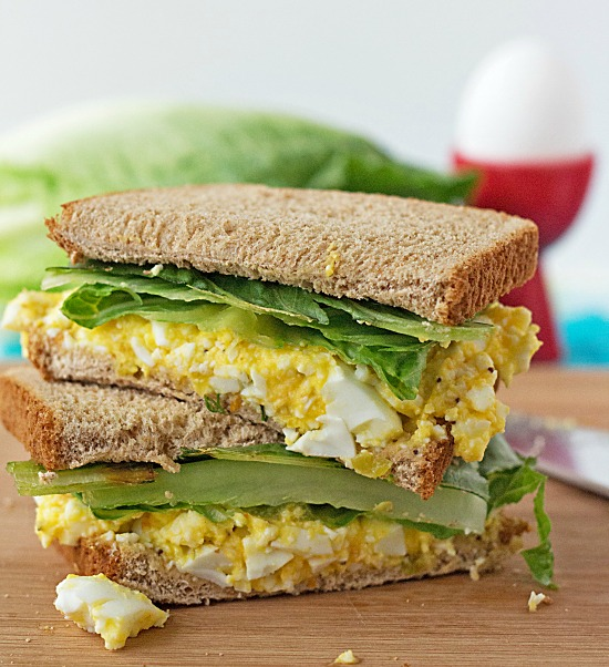 Sweet and Tangy Egg Salad Sandwich - recipe from ItsYummi.com