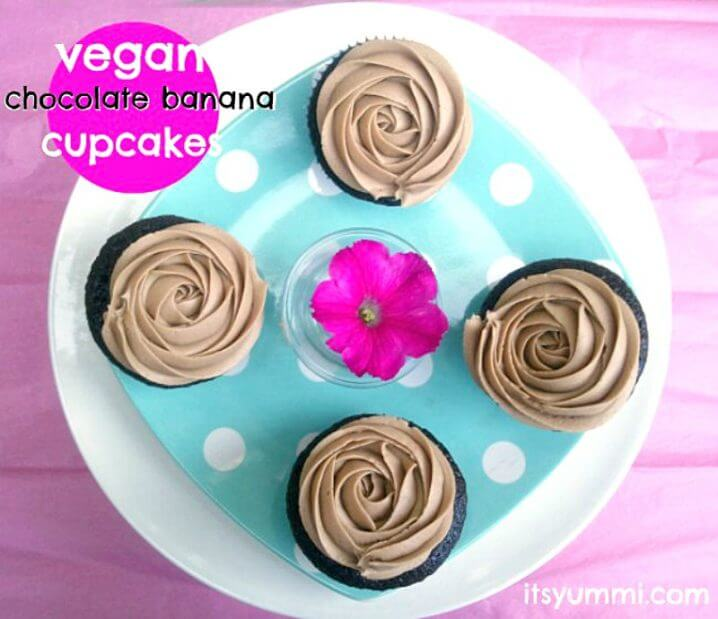 Vegan Chocolate Cupcakes - These cupcakes are moist and full of chocolate flavor! Banana is used in place of some of the fat, so they're a little more guilt-free, too. Get the recipe from @itsyummi