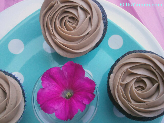 Vegan Chocolate Banana Cupcakes from ItsYummi.com ~ A moist, dark chocolate, vegan cupcake with a light and fluffy vegan chocolate buttercream frosting