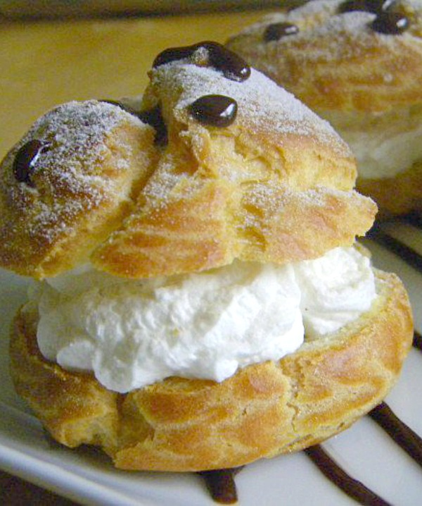 Cream puffs and puff pastry - get the recipe for this delicious dessert pastry on ItsYummi.com
