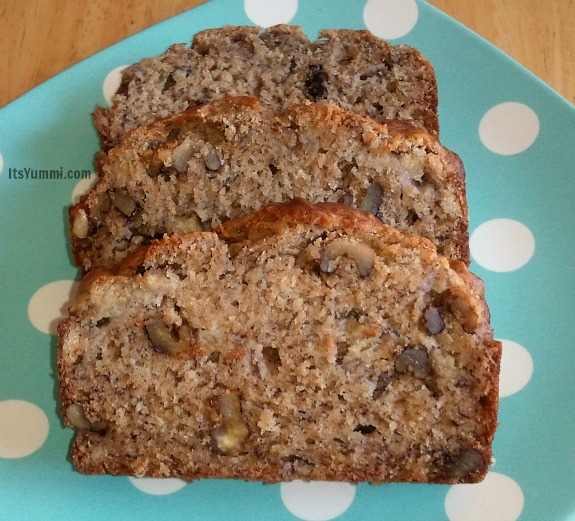 Healthier Banana Walnut Bread from ItsYummi.com