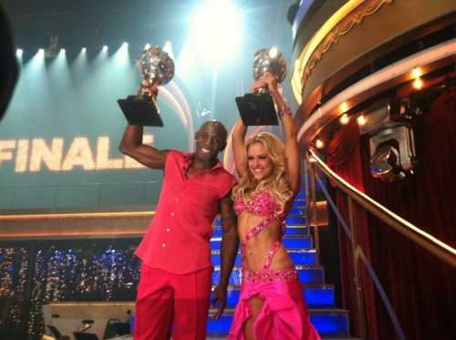Donald Driver wins Dancing with the Stars Trophy!