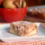 Bakery Style Apple Cinnamon Crumb Cake - Buttery, moist coffee cake, filled with fresh cinnamon apples and a ribbon of cinnamon streusel. Get the recipe on itsyummi.com