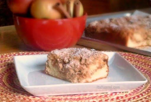 Apple Cinnamon Crumb Cake {Bakery Style}