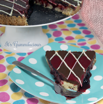 double chocolate raspberry cheesecake tart from ItsYummi.com #recipe #dessert