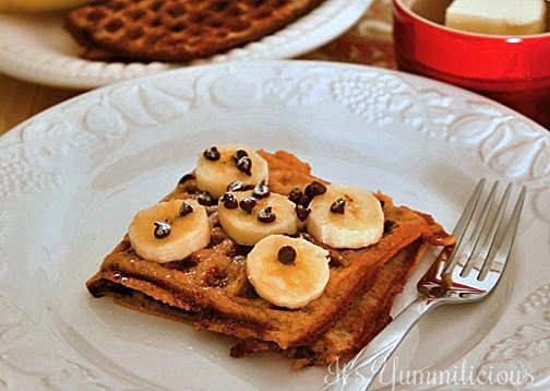 Banana Bread Waffles from ItsYummi.com