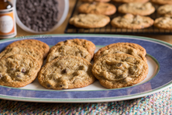 Low Carb Caramel Chocolate Chip Cookies from ItsYummi.com