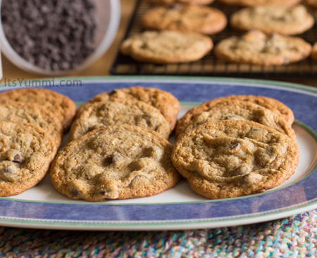 Low-Carb Caramel Chocolate Chip Cookies from ItsYummi.com