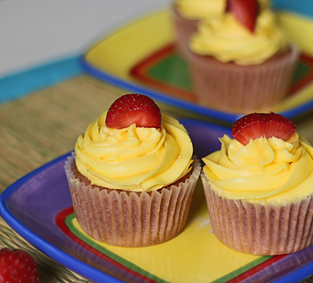 Strawberry Lemonade Cupcakes (with a low carb option)