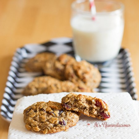 These Oatmeal Craisin Breakfast Cookies from ItsYummi.com are a healthy morning breakfast when you're on the go and a nice treat any time of day! #recipe