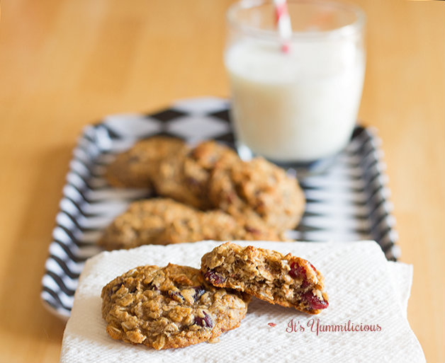 These healthy Cranberry Oatmeal Cookies from ItsYummi.com are a healthy morning breakfast when you're on the go and a nice treat any time of day!