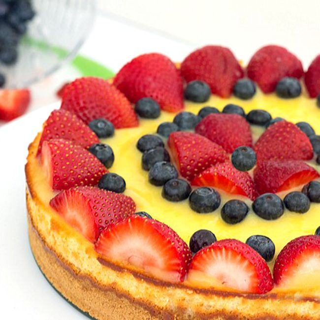 Creamy, cool Lemon Berry Cheesecake Recipe from @itsyummi - This dessert recipe is creamy cheesecake topped with homemade lemon curd and fresh berries.
