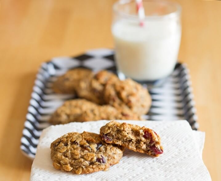Cranberry Oatmeal Breakfast Cookies Recipe - with a lower carb option, these are actually pretty healthy treats! Recipe from itsyummi.com