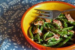 Green Beans with Bacon - A low carb side dish that comes together in about 5 minutes! | Recipe on itsyummi.com