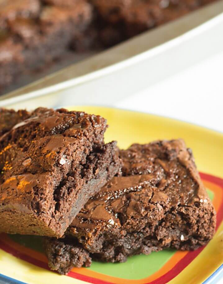 Caramel Bacon Brownies - Get this sweet and salty, fudgy brownies recipe on itsyummi.com