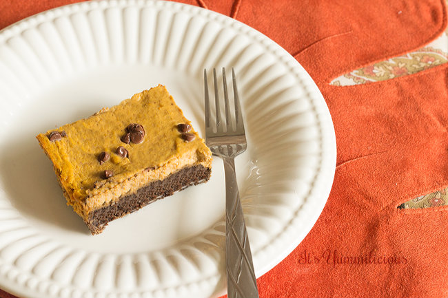 These Chocolate Pumpkin Pie Bars from ItsYummi.com MIGHT put your traditional Thanksgiving pumpkin pie to shame! #lowcarb