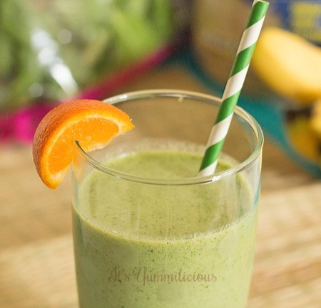 This Sunrise Green Smoothie from It's Yummi will give your body everything it needs to keep it fueled all morning long. #lmwlchallenge @sarahjenks