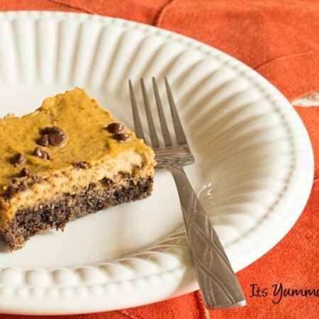 These Low Carb Pumpkin Pie Bars from ItsYummi.com MIGHT put your traditional Thanksgiving pumpkin pie to shame! - They're a healthier dessert, but they taste indulgent.