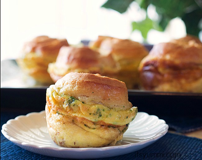 Portable breakfast! Dubliner Quiche Crescent Cups from ItsYummi.com #breakfast #quiche
