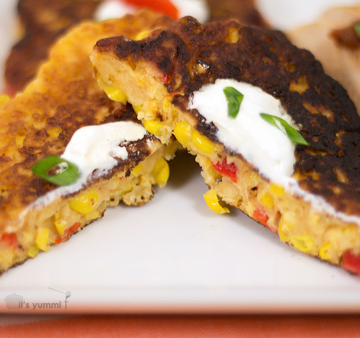 Roasted Red Pepper Cheesy Corn Cakes from itsYummi.com