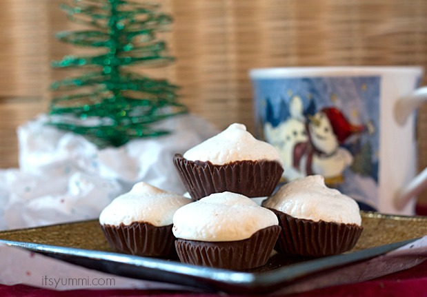 Peppermint Meringue Pillow Cookies from It's Yummi!