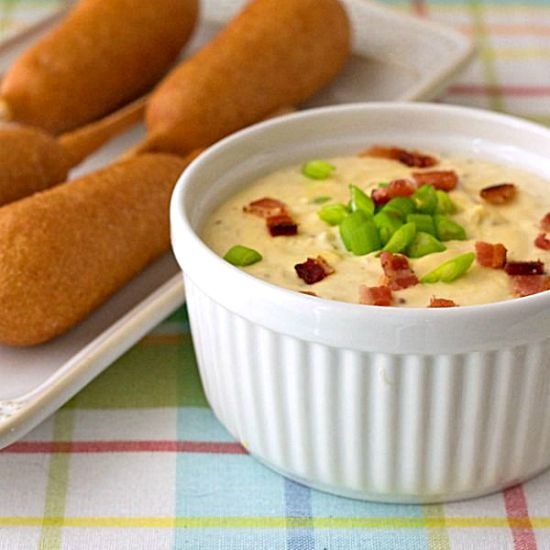 Warm and Creamy Bacon Cheddar Dip Recipe - The perfect appetizer or party food. Get the recipe on itsyummi.com