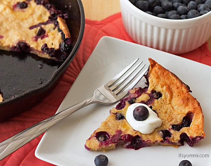 Quick, easy, and healthy brunch idea! Blueberry Yogurt Dutch Baby Pancake recipe from itsyummi.com #StonyfieldBlogger