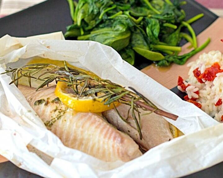 Tilapia en Papillote (Tilapia baked in parchment) - This healthy fish recipe makes a perfect romantic dinner for 2 because the parchment paper is shaped just like a heart! Get the recipe from @itsyummi