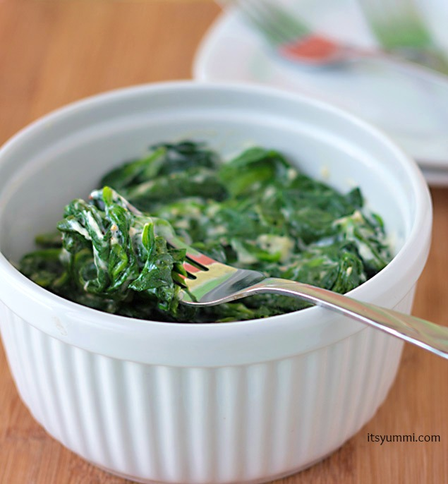 Recipe for low carb Steakhouse Style Creamed Spinach ~ ItsYummi.com