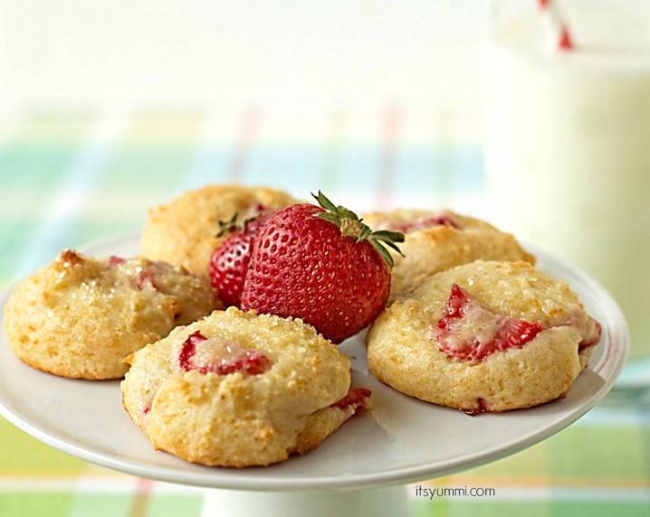 Strawberry yogurt cookies are soft, chewy, yogurt-based cookies. They're a healthier sweet treat that is low in fat and calories, but high in flavor and great taste! | ItsYummi.com