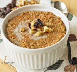 Steel cut oatmeal flavored with raisins, carrots, and walnuts, then cooked up so it tastes like a slice of creamy carrot cake. And it's HEALTHY! | ItsYummi.com