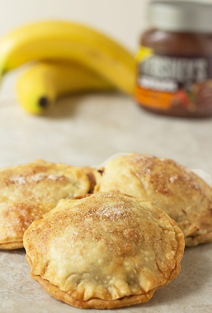 Nutty Banana Chocolate Hand Pies - A sweet treat! Flaky pastry is full of chocolate hazelnut spread, bananas, and chopped nuts. Get the recipe from @itsyummi