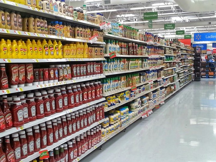 salad-dressing-aisle-walmart-appleton-wisconsin #RollIntoSavings #shop