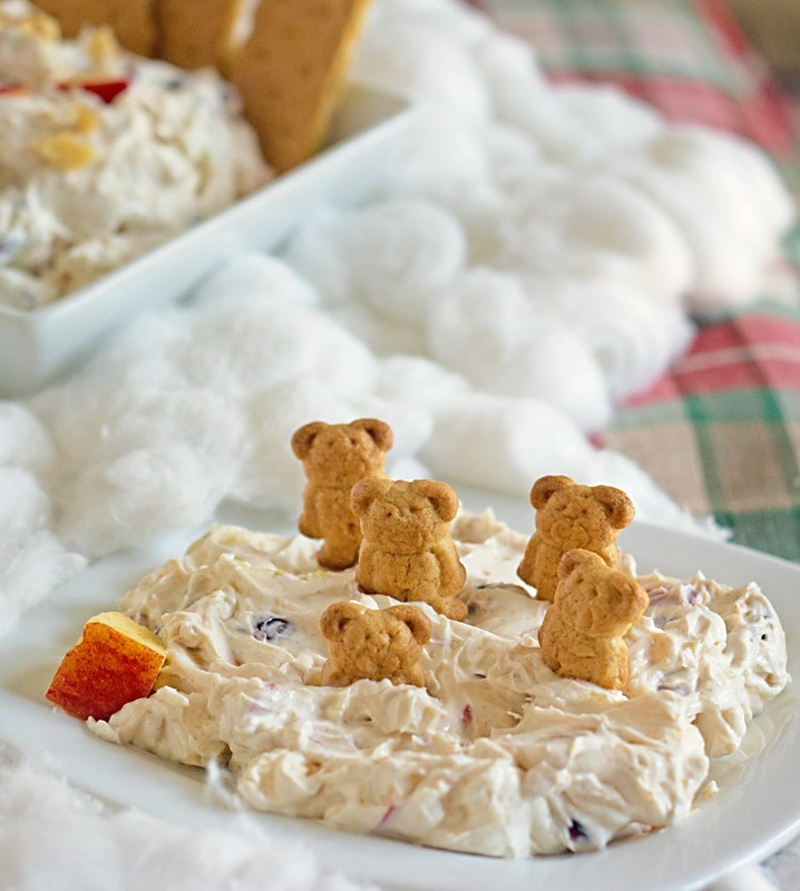Cranberry Walnut Cream Cheese Dip Recipe from @itsyummi - This dip is perfect for a low carb snack or a nice Thanksgiving or Christmas appetizer table. Crisp apples, walnuts, and cranberries are mixed into cinnamon and honey sweetened cream cheese. Kids love this dip!