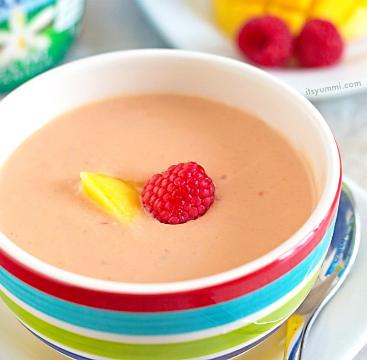 Mango Raspberry Chilled Soup Recipe from @itsyummi - This quick and easy vegetarian soup is made in a blender. Perfect for a hot summer day.
