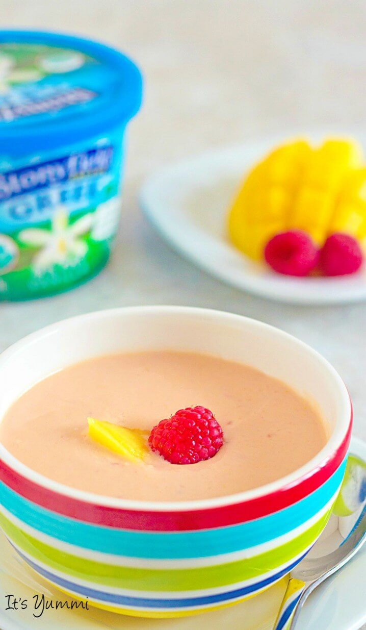 Mango Raspberry Chilled Soup Recipe from @itsyummi - This quick and easy vegetarian soup is a blender soup recipe. Perfect for an appetizer, light lunch, or easy meatless meal.