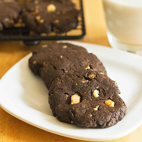 Flourless Peanut Butter Cookies from ItsYummi.com
