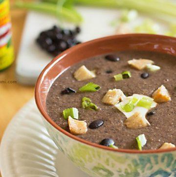 Habanero Chicken Black Bean Soup Recipe \\ Get it from itsyummi.com