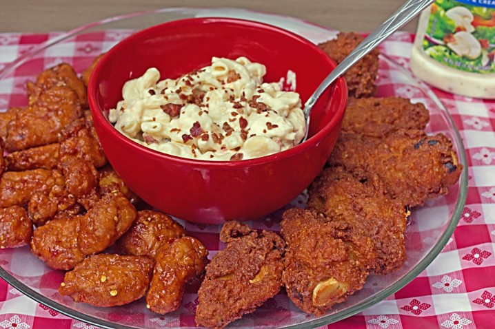 Tyson Hot Wings with pasta salad from the Walmart Deli - #GameTimeHero #CollectiveBias #ad