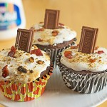 This cupcake recipe is crazy good! Wired Piggy S'mores Cupcakes from ItsYummi.com #PackedWithSavings #shop