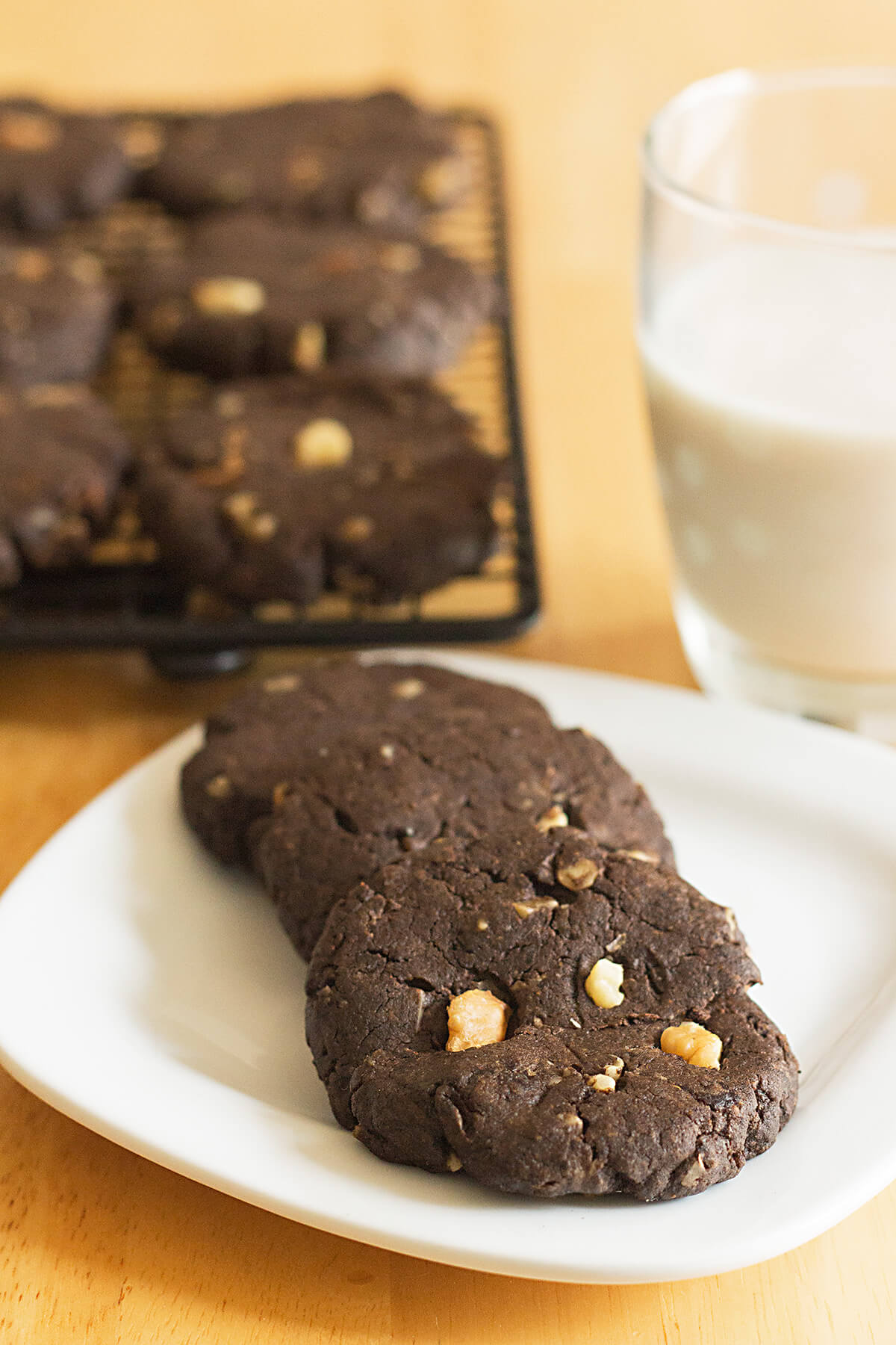 A Weight Watchers Freestyle friendly cookies recipe! Flourlesspeanut butter brownie cookies are gluten free, low sugar cookies made with the perfect combination of chocolate and peanut butter. This flourless brownie cookie recipe can be made with or without walnuts.