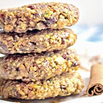 Pistachio Oat No Bake Cookies from @itsyummi - The perfect little healthy lunch box treat! They're loaded with healthy steel cut oats, fiber, nuts, dried fruit, and a touch of cinnamon.