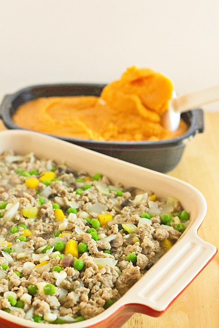Easy Sweet Potato Shepherd's Pie Casserole - Ground turkey and fresh vegetables, cooked until tender and topped with rich, creamy mashed sweet potatoes. This is a taste of Thanksgiving that can be enjoyed any time of the year! \\ Recipe from @itsyummi