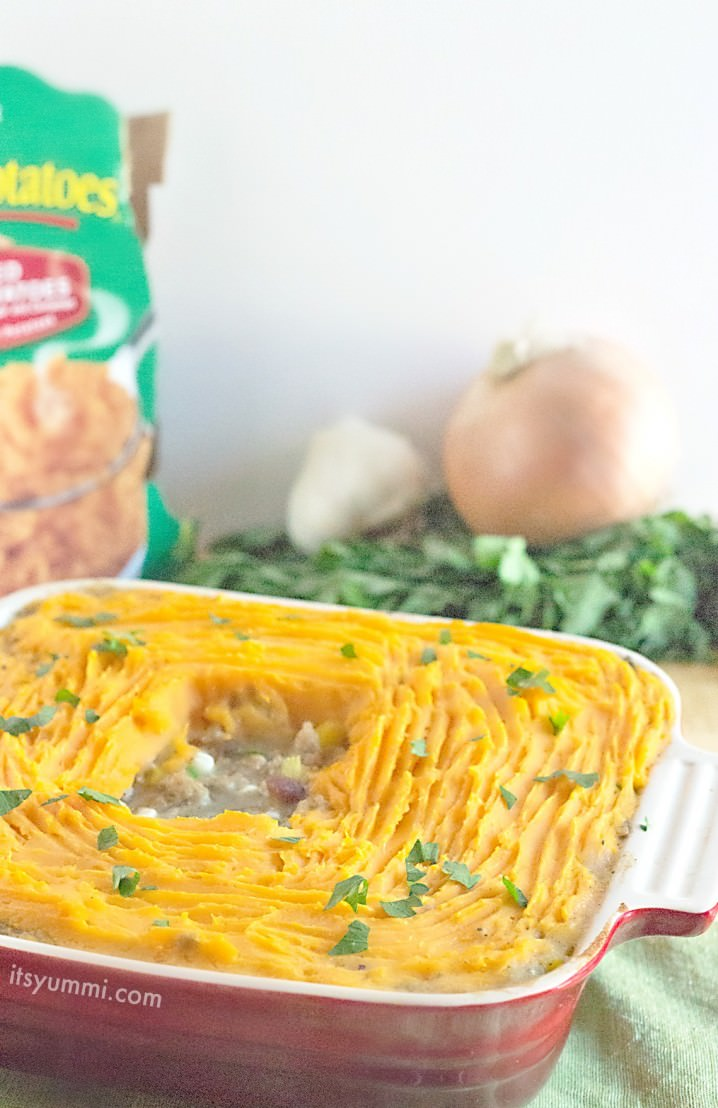 Easy Sweet Potato Shepherds Pie Casserole Recipe \\ Ground turkey and fresh vegetables, cooked until tender and topped with rich, creamy mashed sweet potatoes. This is a taste of Thanksgiving that can be enjoyed any time of the year! \\ Recipe from @itsyummi