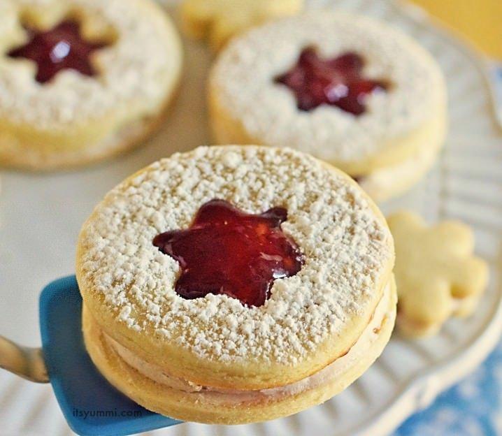 Strawberry Lemon Linzer Cookies from @itsyummi